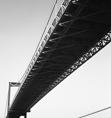 Älvsborgsbron (rotabaga) Tags: sverige sweden göteborg gothenburg svartvitt lomo lomography lubitel166 twinlens blackandwhite bw bwfp mediumformat mellanformat 120 6x6 fomapan klippan rödasten