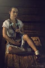 Dorothy (El Mago de Oz) (Moments by Xag) Tags: wizard oz thewizardofoz dorothy modelo model female fantasy fantasia field country campo photoshop rainbow movie film pelicula naturallight luznatural nikon portrait retrato sunset ocaso atardecer xag momentsbyxag hierba cielo elmagodeoz