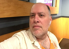 Day 2361: Day 171: To the side (knoopie) Tags: 2018 june iphone picturemail doug knoop knoopie me selfportrait 365days 365daysyear7 year7 365more day2361 day171