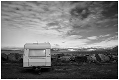 Seaside Rendezvous (RadarO´Reilly) Tags: ísafjörður iceland island küste coast trailer wohnwagen himmel sky wolken clouds sw schwarzweis bw blackwhite blanconegro monochrome noiretblanc zwartwit landschaft landscape nordatlantik northatlantic