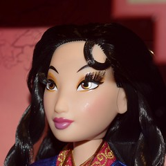 Limited Edition Mulan 16 Inch Doll - Disney Store Display - Closeup Right Front View (drj1828) Tags: mulan 20thanniversary limitededition 16inch doll collectible disneystore 2018 display boxed
