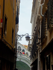 Rialto (Gijlmar) Tags: itália italy italien italie włochy ита́лия ιταλία europa ευρώπη europe avrupa европа veneza venice venezia venedig venecia вене́ция venise βενετία lamp streetlamp luminária faroles farol