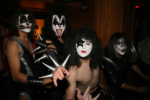 awesome kiss costumes :) by Scootie