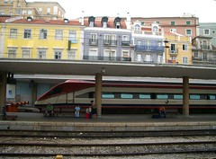 Lissabon, Portugal: Bahnhof Sta. Apolnia (serainaru) Tags: city cidade portugal station train tren gare lisboa lisbon eisenbahn zug bahnhof ciudad stadt lissabon grad estacin portogallo comboio gleis vlak kolej portugalia estaco gorod alfapendular ferrova poesd stapolonia staapolnia
