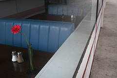lone flower (Orrin) Tags: blue sunset red flower window booth restaurant losangeles lenstagged closed empty vinyl diner sidewalk hollywood vase shakers canonef2470mmf28lusm 2470l sunsetblvd saltandpepper californiavegan moo1 added2hcsp tccomp094 tccomp334