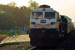 Karnataka Exp. (B V Ashok) Tags: karnataka superfast express 12627 sbcndls bangalorecitynewdelhi swr dudhani dud cr pune wdp4d 40423 emd