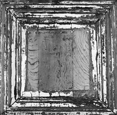 Wrinkles (Ren-s) Tags: olympus em10 m1442mm black blackandwhite blackwhite white bnw bw noir blanc noiretblanc noirblanc nb belgique belgium bruxelles brussels europe abstrait abstract minimaliste minimalist minimalism minimalisme bois wood peinture paint old vieux door porte carré square texture