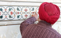devil is in the detail (kexi) Tags: agra india asia uttarpradesh tajmahal man turban incrustations marble colors red admiring details old ancient tomb famous worldfamous precious canon february 2017 wallpaper