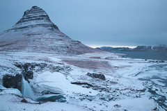 Kirkjufell (Jean.Schneider) Tags: iceland winter island canon eos 80d sigma 18 35 snæfellsnes snaefellsnes kirkjufell cascade foss