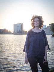 Hanneke, Sugar City 2018: Sun setting on redhead (mdiepraam) Tags: hanneke sugarcity halfweg 2018 portrait pretty attractive beautiful elegant classy gorgeous dutch redhead woman lady naturalglamour curls bluetop leather boots mature milf sunset factory water sky
