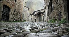 A Pérouges, Ain, Auvergne-Rhône-Alpes, France (claude lina) Tags: france auvergnerhônealpes claudelina pérouges ain village pavés maisons houses
