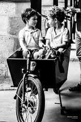 Street - In the car ! (François Escriva) Tags: street streetphotography paris france candid olympus omd brothers fun funny boys children delivery cargo bike bicycle little bw black white monochrome noir blanc nb wheel look