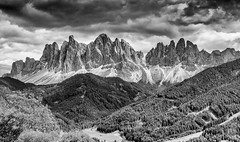 521201806cVALDIFUNES-175-HDR-Modifica (GIALLO1963) Tags: ngc odle dolomiten dolomiti landscapes canoneos5ds alps italy altoadige sudtyrol geisler dolomites mountains valdifunes sktmagdalene canon 2018 nature