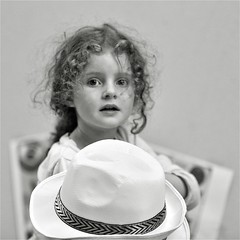 Un autre regard l'enfance (BOILLON CHRISTOPHE) Tags: photoboillonchristophe nikond4 enfant regard france