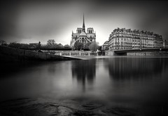 Notre Dame (Fabdub) Tags: paris france cathédrale leica leicaq 28mm longexposure poselongue blackandwhite noiretblanc minimalist monochrome pont bridge