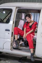 DSC_5081 (Robin Huang 35) Tags: 方唯真 chubby 修車廠 工作服 車 car 人像 portrait lady girl nikon d850