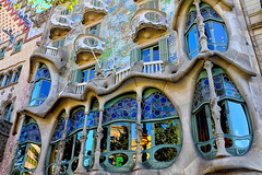 Casa Batlló - Afternoon (Fnikos) Tags: building architecture decor decoration column wall window balcony modernismo casabatlló gaudí barcelona daylight afternoon people outdoor