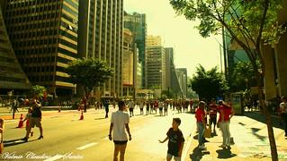 Walking on the street - Caminhando pela rua