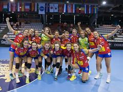 Foto de familia de las Guerreras junior en Hungría.