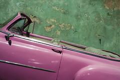 140 (J Bonet) Tags: havana cuba habana jorgebonet street nikon d300s sony rx100 28mm almendron coche carro rosa verde descapotable pared