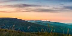 Wicklow Mountains (Kratzi Montagne) Tags: wicklow moutain s sun set ireland irlande couché de soleil ciel sky cloud nuage moutagne été gazon grass 6d canon kratzeisen françois