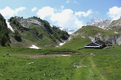 Petit Pré (bulbocode909) Tags: valais suisse ovronnaz petitpré montagnes nature alpages chalets printemps paysages nuages vert bleu neige névés groupenuagesetciel
