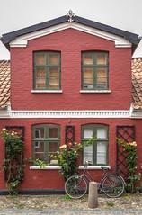 Denmark - Ribe (Marcial Bernabeu) Tags: marcial bernabeu bernabéu denmark danmark dinamarca danish danes danés danesa ribe house casa scandinavia escandinavia bike bici bicicleta bicycle facade fachada