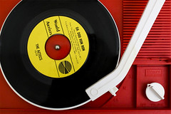 Da Doo Ron Ron (Mark Chandler Photography) Tags: 2016 7dmarkii cobbphotosociety douglasville ga georgia markchandler ng3c cameraclub canon shootout record player vinyl music red yellow 45 tunes stock photo photography color colour antique sears white black
