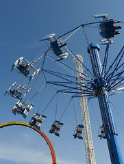Kemah - Higher and Higher (Drriss & Marrionn) Tags: houston houstontx texas usa outdoor kemah kemahboardwalk park amusementpark ride aviator people sky bluesky skies