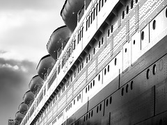 Queen Marie (gerhmartin) Tags: schiff historisch schwarzweis seefahrt ozean