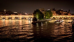 Paris la nuit (pas le matin) Tags: paris seine river fleuve rivière travel voyage world france capital city ville capitale europe europa bridge pont light lumière nuit night îledelacité cité bateau bateaumouche boat 350d canon canon350d canoneos350d eos350d
