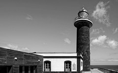 the old lighthouse (ELECTROLITE photography) Tags: lighthouse leuchtturm blackandwhite blackwhite bw black white sw schwarzweiss schwarz weiss monochrome einfarbig noiretblanc noirblanc noir blanc electrolitephotography electrolite puntajandia