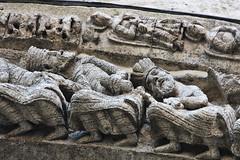 Église Sainte-Croix de Bordeaux # 2 (just.Luc) Tags: sculpture escultura church église kirche kerk bordeaux gironde nouvelleaquitaine france frankrijk frankreich francia frança europa europe monochrome monochroom monotone