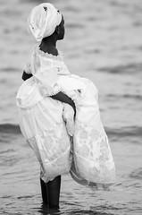 © monica silveira (© monica silveira   fotografia) Tags: menina pb brancoepreto festaderua festareligiosa nikond7000 ao ar livre candomblé bembédomercado brasil bahia stoamaro