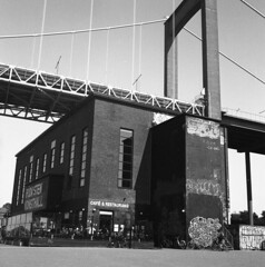 Röda Sten (rotabaga) Tags: sverige sweden göteborg gothenburg svartvitt lomo lomography lubitel166 twinlens blackandwhite bw bwfp mediumformat mellanformat 120 6x6 fomapan klippan rödasten