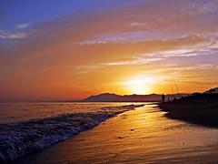 Reflejos del atardecer (Antonio Chacon) Tags: andalucia atardecer marbella málaga mar mediterráneo costadelsol cielo españa spain sunset sol