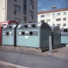 recycling (rotabaga) Tags: sverige sweden göteborg gothenburg lomo lomography lubitel166 mediumformat mellanformat 6x6 120 twinlens kodak portra160