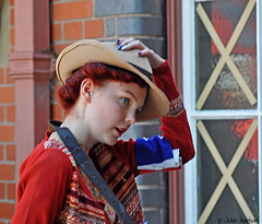 SVR 1940's Gala (2018) 002 (Row 17) Tags: england worcestershire kidderminster svr severnvalleyrailway 1940s reenactment reenactor reenactors youth youths girl girls people hat hats red candid