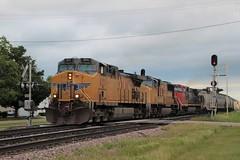 UP 6211 West (Railfan Dan) Tags: up unionpacific sp southernpacific graintrain cn canadiannational dubuquesubdivision dubuquesub signals lenailtrains lenaillinoistrains