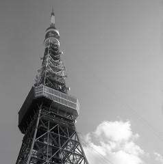Torre de Tokio (franherrera) Tags: rolleiflex rolleiflex28c acros fujifilmneopanacros blancoynegro blackwhite blackandwhite mediumformat mediumformatphotography formatomedio formatocuadrado squareformat oldcameras vintagephotography japón japan tokyo tokio tokyotower torredetokio