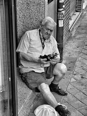 image (Luis Iturmendi) Tags: car coche people calle memory street streetphotography bw blancoynegro blackandwhite monochrome monocromo