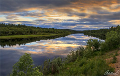 Late Summer evening on the Ivalo river, Finland (AdelheidS Photography) Tags: adelheidsphotography adelheidsmitt adelheidspictures finland lapland lappland lappi ivalo midsummer reflection midnightsun forest water sky river landscape scenery trees clouds peaceful serene