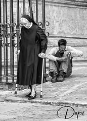 P6221966 (Dopior) Tags: 2008 hombre marginal monja series sociales