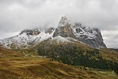 Absence slunce do třetice... (toulavej54) Tags: itálie dolomity hory obloha mraky mlha
