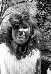040471 11 (ndpa / s. lundeen, archivist) Tags: nick dewolf nickdewolf blackwhite monochrome blackandwhite 35mm film photographbynickdewolf bw april 1971 1970s boston massachusetts beaconhill mtvernonsquare people child boy face portrait longhair bushyhair wavyhair curlyhair trees branches fence chainlinkfence may