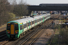 377409, Gatwick Airport, April 7th 2015 (Southsea_Matt) Tags: 377409 class377 electrostar bombardier southernrailway govia goahead gatwickairport sussex england unitedkingdom train railway railroad emu electricmultipleunit canon 60d 70200mm april 2015 spring vehicle publictransport passengertravel
