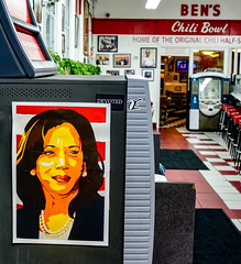 2018.07.25 Kamala Harris at Ben's Chili Bowl, Washington, DC USA 05268