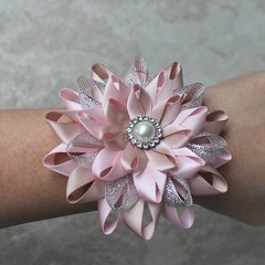 Keepsake wrist corsages for your bridesmaids! https://t.co/3AYMDPGeas #etsy #wedding #bride #weddings #bridesmaid #partyplanning https://t.co/Nl81TAlIha (petalperceptions.etsy.com) Tags: etsy gift shop fashion jewelry cute