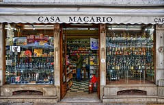 710_8453z (A. Neto) Tags: sigmadc18250macrohsmos sigma nikond7100 nikon d7100 color portugal lisbon lisboa storefront people windowsdoors window door shop facade