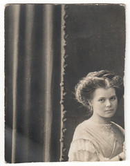 Pieces of a Woman (Fremdwortlexikon) Tags: schwarzweis blackandwhite monochrome vintage foundphoto woman curtain dress portrait porträt inside people